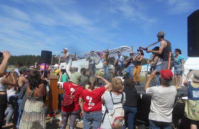 Soutien à la manifestation contre le projet d'implantation d'Amazon dans le Gard à Fournès