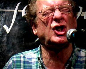 phil minton, un vocaliste et trompettiste britannique d'avant-garde