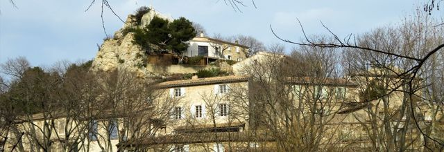Le village d'Aurons (1) : le Castellas et les grottes