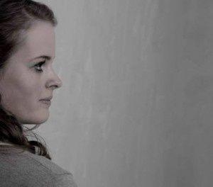 dana de vries, une violoncelliste néerlandaise dont le renom ne cesse de se hisser