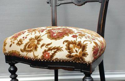 Chaise Napoléon III bois noirci clé de voûte - 50 euros