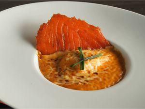 Ravioles de saumon fumé et bisque de homard