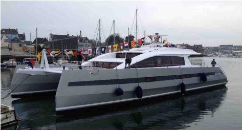 Yachting - mise à l'eau du premier catamaran Long Island 85' à Concarneau (29)