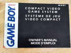 Sega mise sur une game gear amusante alors que Nintendo reste complètement sérieux sur son mode d'emploi pour game boy (pour les versions occidentales)