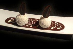 Boules noix de coco sauce au chocolat