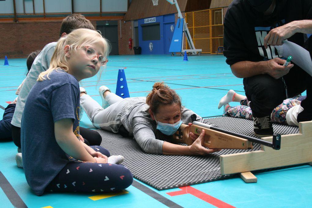 Lundi 09 Août 2021. Après avoir appris à manipuler la carabine, les enfants combinent la course avec la concentration lors du tir.