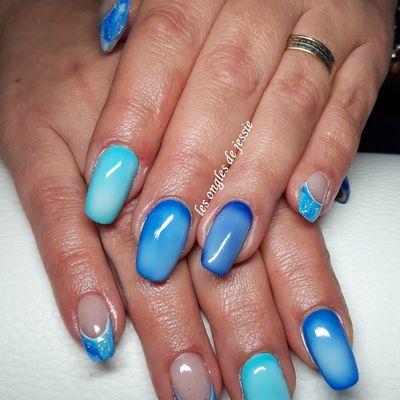 manucure bleue effet contouring