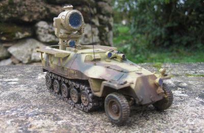 Semi-chenillé Sd.Kfz. 251/20 UHU  (Base Solido - Conversion Gaso.Line - 1/50 - par Yann B.)