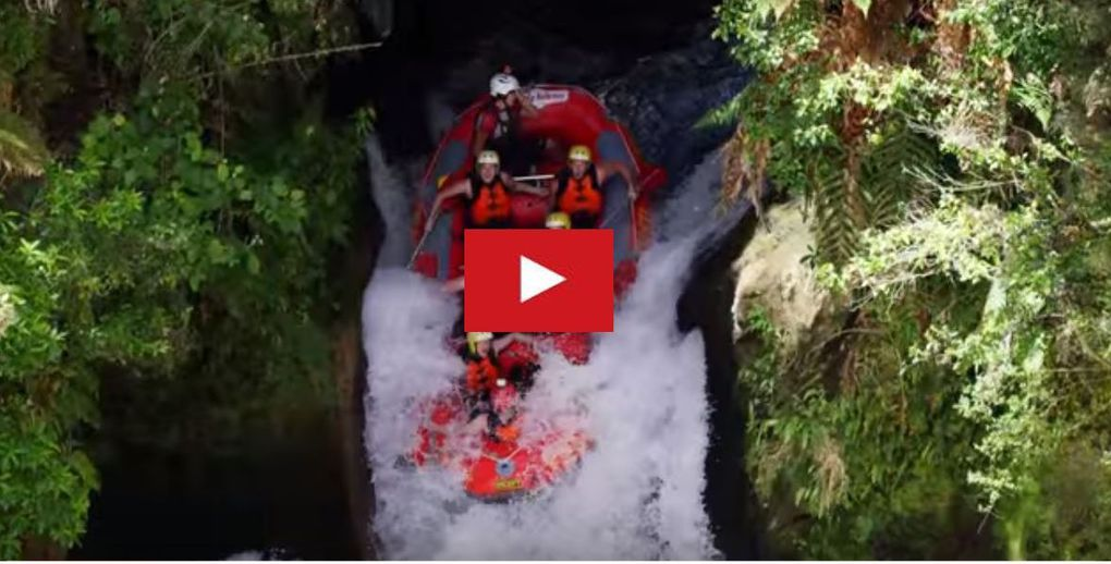 VIDEO - 2.20 minutes de frisson en rafting, à bord d'un bateau pneumatique