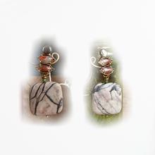 """Boucles d'oreilles clips en pierres et matières naturelles nommées : """" RIDEAU""""_ bijou de créateur_Paris."""
