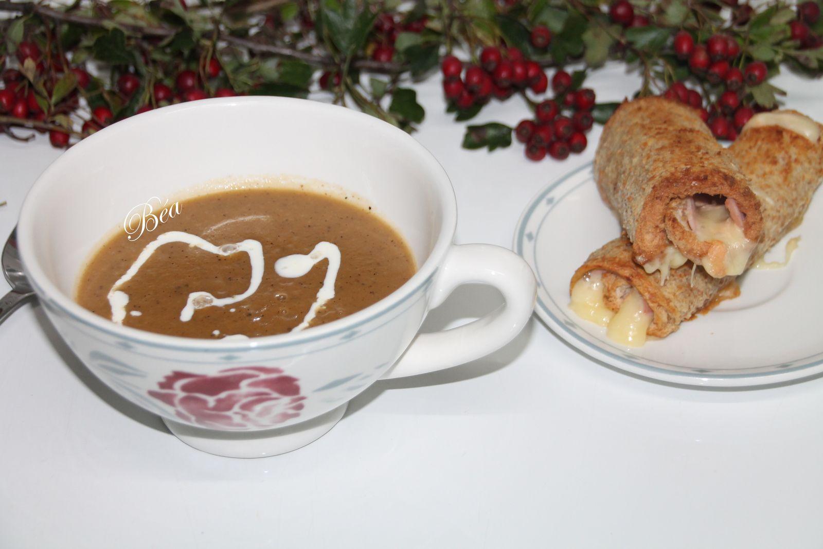 Soupe veloutée à l'oignon et croque roulé au maroilles
