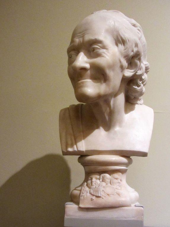 Voltaire d'après Jean Antoine Houdon, 1781. Je suis sûre que vous l'aviez reconnu avec son sourire si particulier.