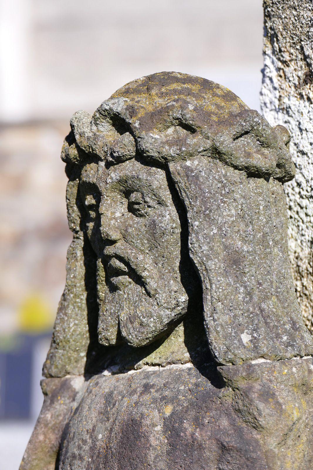 Christ aux liens (kersanton, Prigent, XVIe siècle). Calvaire du cimetière haut de La Forest-Fouesnant. Photographie lavieb-aile 2021.