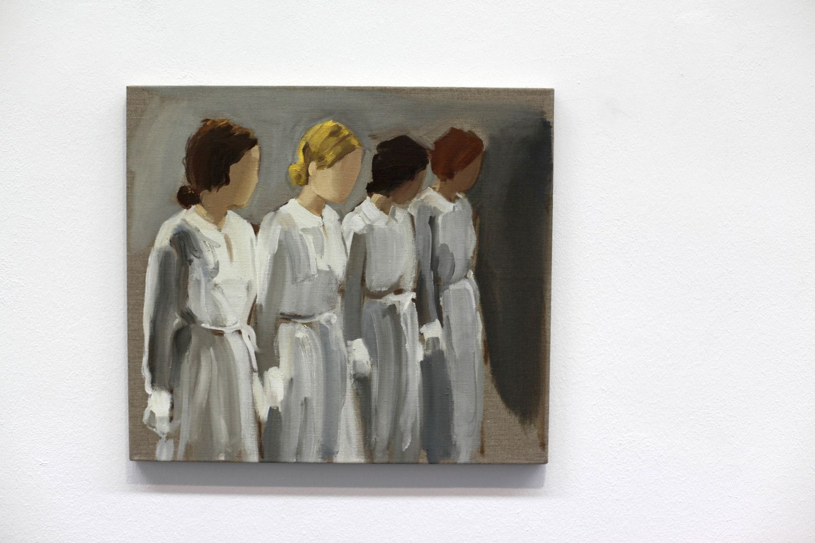 """Six Girls in Uniform"", 2019 de Gideon RUBIN - Courtesy de l'artiste et de la Galerie Karsyen GREVE © Photo Éric Simon"