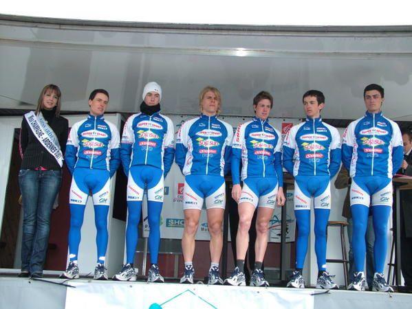 présentation à Monthermé des équipes participant au 34ème Circuit des Ardennes