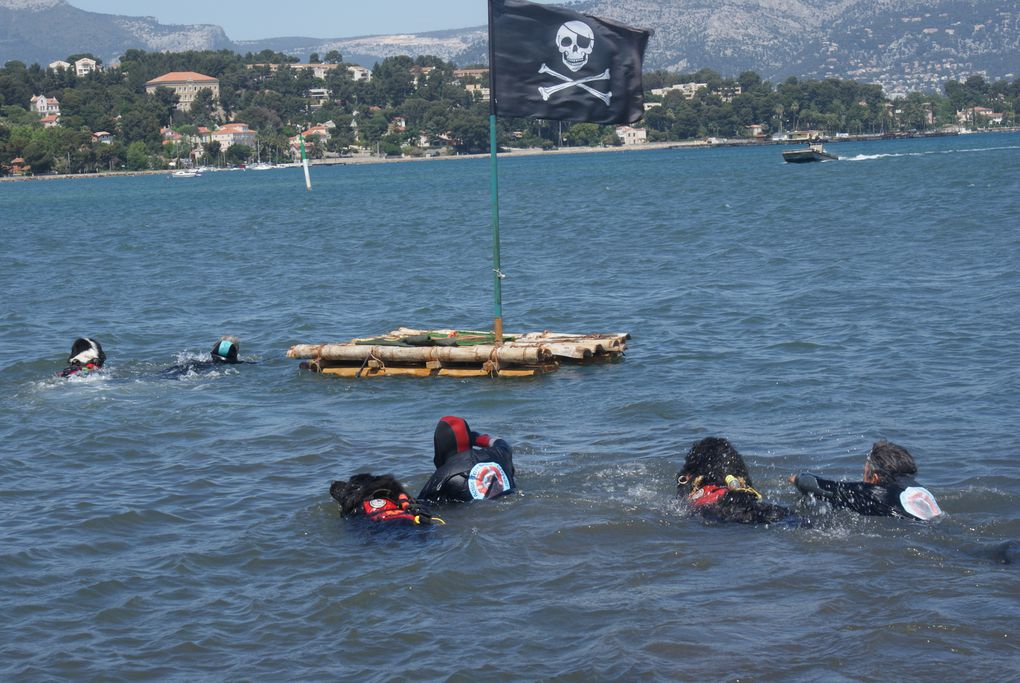 """une journée conviviale autour d'exercices de sauvetages aquatiques au départ de la côte. Promenade en """"pointu"""" à voile latine"""