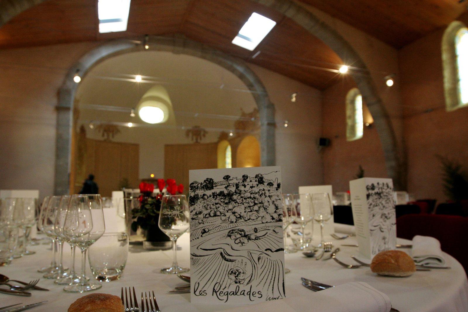 Gaëtan Bouvier devra attendre le printemps prochain pour circuler entre les tables de l'ancienne église de Montpeyroux. (Photos JB)
