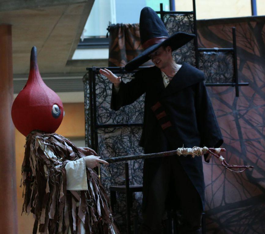 Endlich steht sie dem Oberschurken Lord Morbus gegenüber. Mithilfe des Spiegels kann Gala das Böse, das von Lord Morbus ausgestrahlt wird, auf ihn zurückreflektieren und ihn somit besiegen.