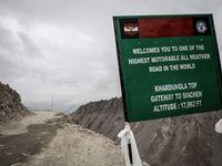 Passage du col de KHARDUNGLA 5359m