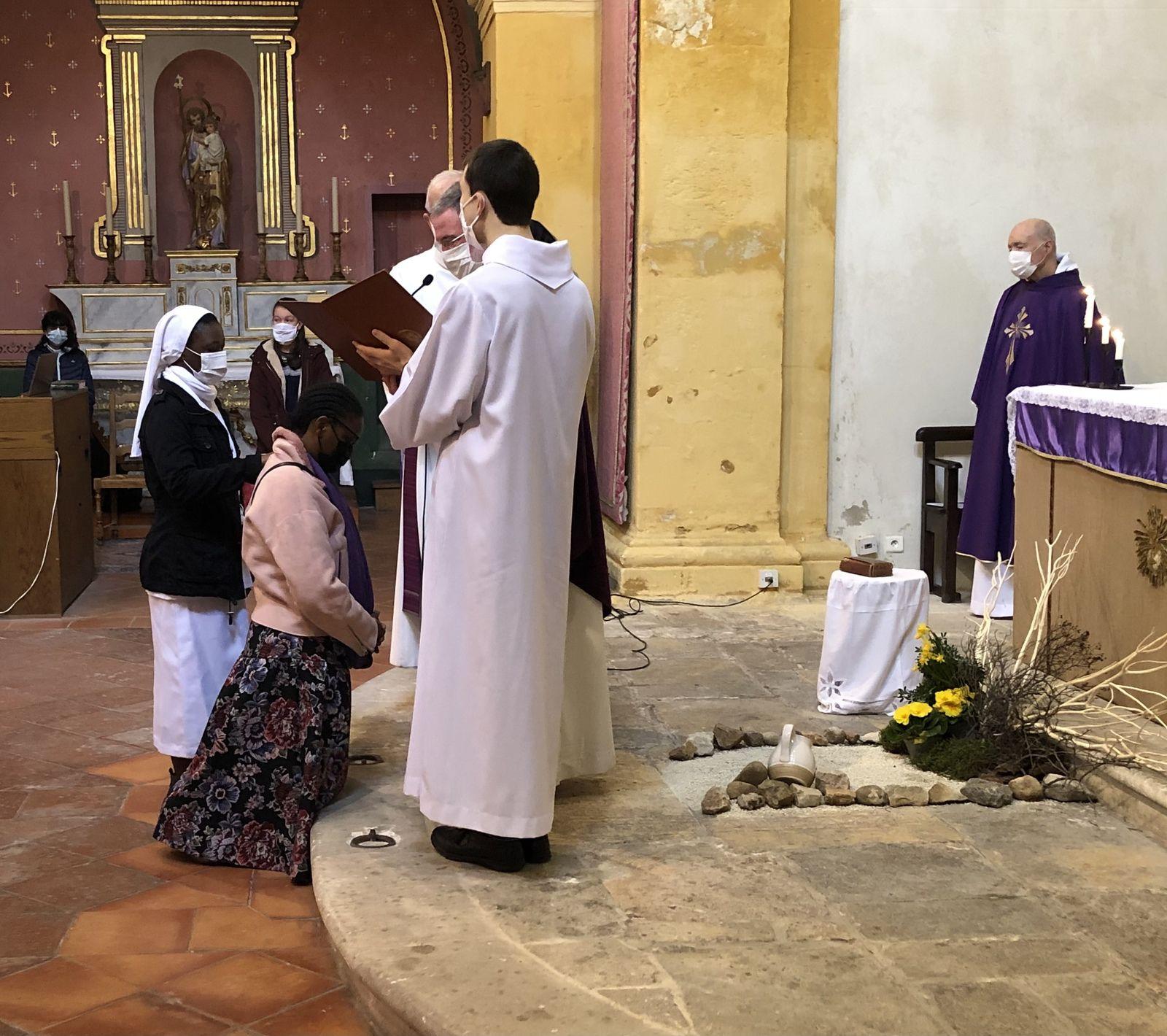 Ce matin à l'église Saint Louis d'Anjou, remise de la Bible.