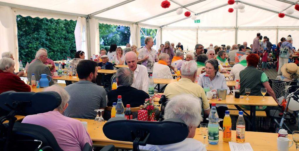 20 Jahre Caritas-Altenheim St. Hedwig - Teil 2: Ein sehr unterhaltsamer Seniorennachmittag am Montag im Festzelt