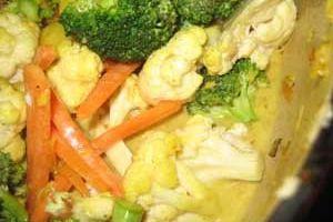 Un curry de légumes au lait de coco