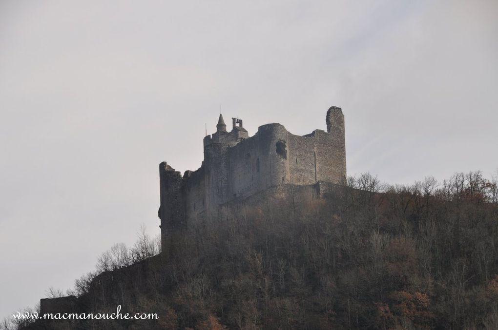 Diaporama du château vu depuis notre stationnement. (5 photos)