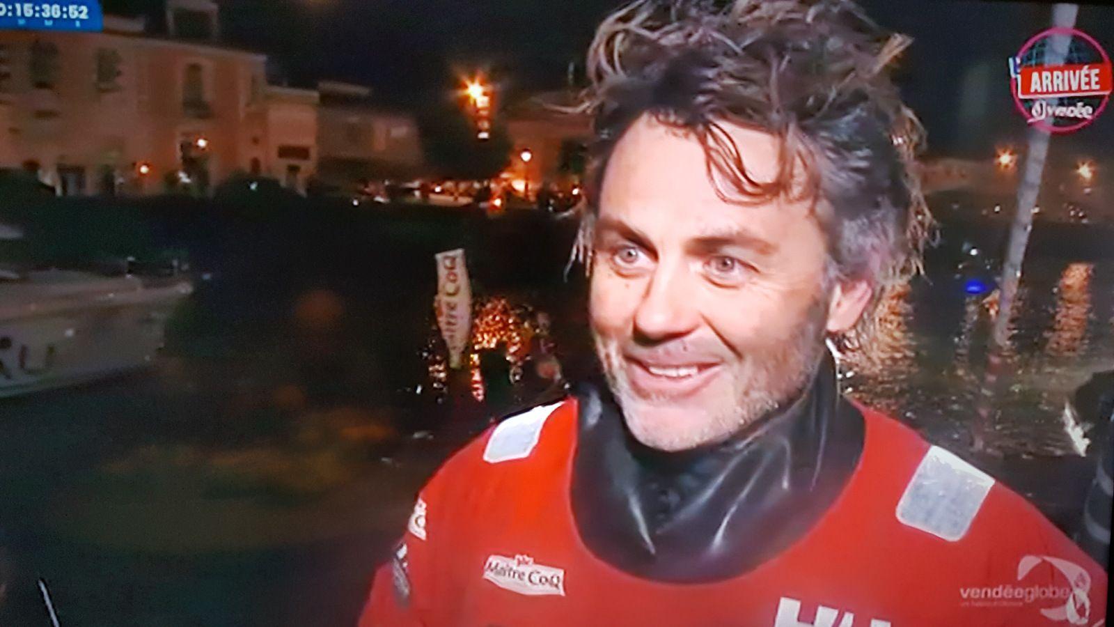 Yannick BESTAVEN sur Maître Coq le vainqueur du Vendée Globe même s'il a passé la ligne en 3ème position (en raison des bonifications car il a porté secours à un autre skipper)