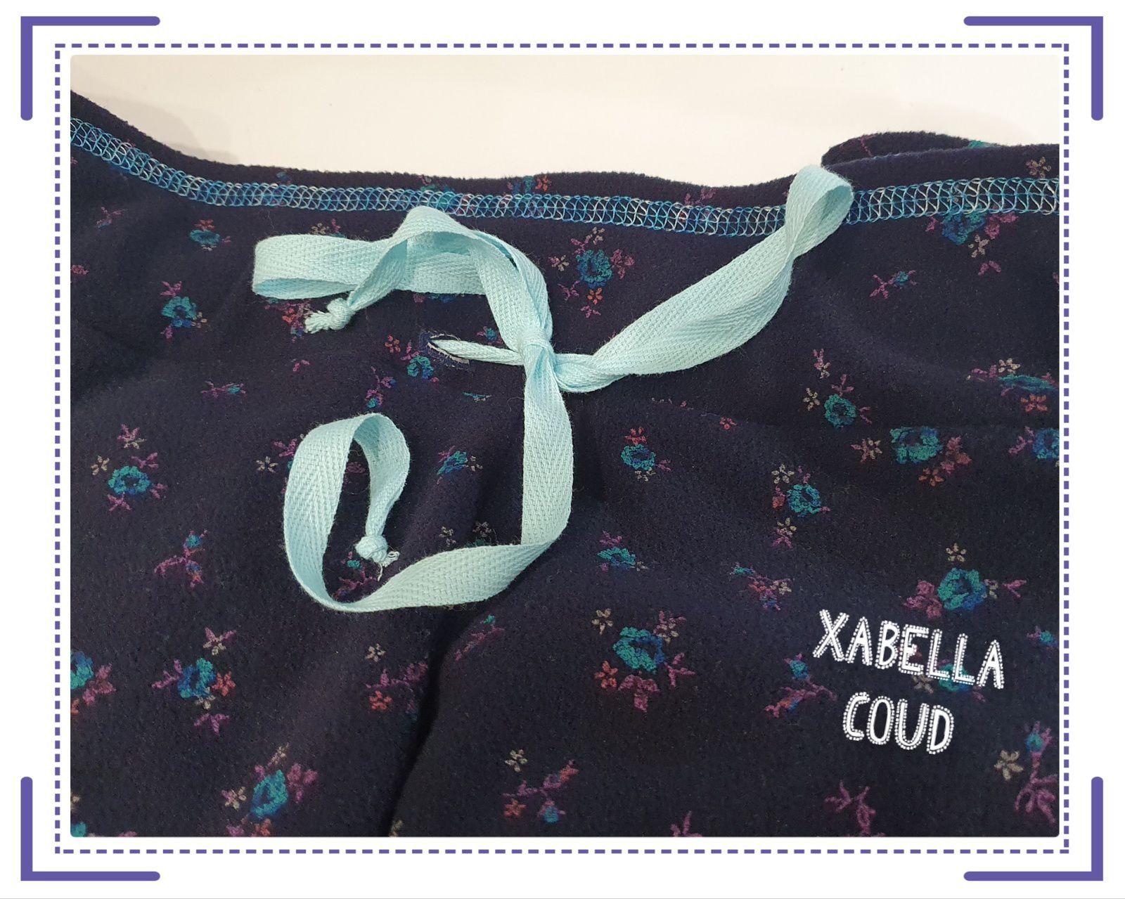 Un cordon attaché relié à l'élastique pour mieux ajuster la taille du pantalon,  un joli point de recouvrement pour bien finir les poches...
