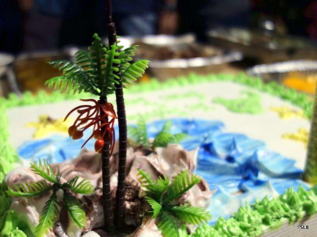 gâteau anniversaire-buffet tropical-Aquaboys:depuis la droite, JayR,Vengie,Ayk,JunJun,Ryan,Dunkoy,Mykel