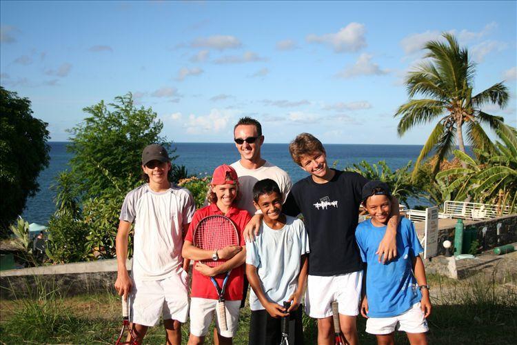 """Quelques photos de la fête de l'école de tennis (02/06/07) - Photos de groupe et lors du passage des """"balles"""" par les jeunes. (Merci à Laurent pour les photos)"""