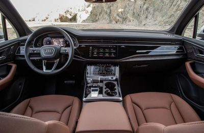 11.400 euros net par mois, Audi Q7 de fonction : chez Equadis, association d'aide aux réfugiés et aux SDF, le directeur roule carrosse