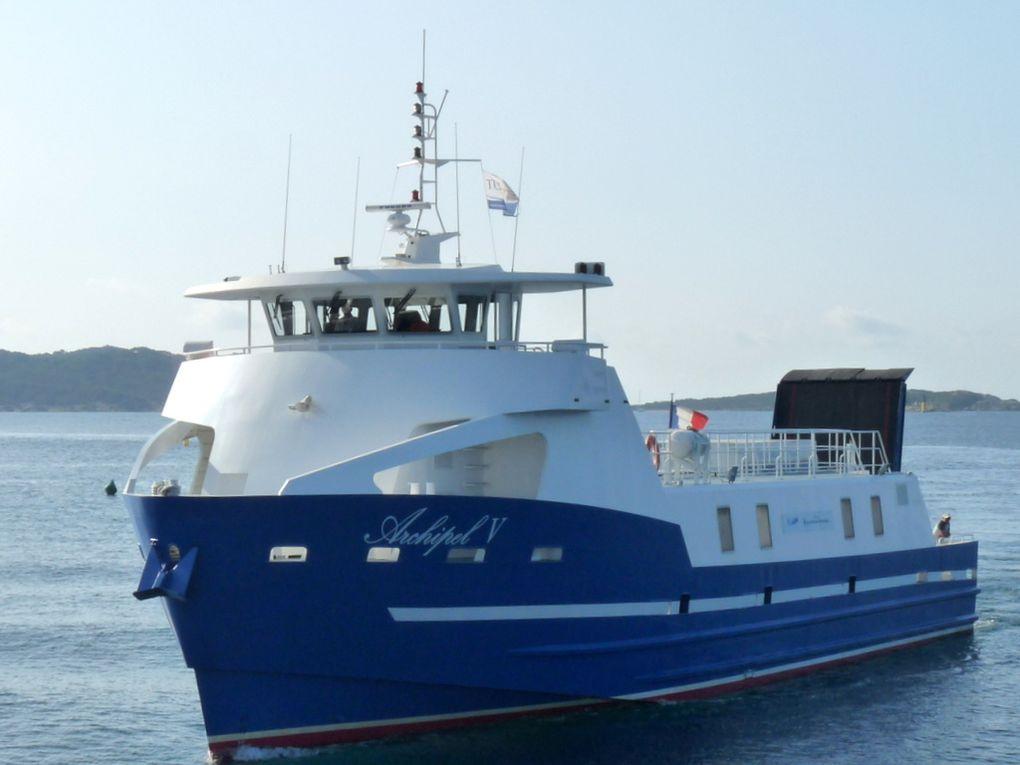 ARCHIPEL V , a quai et arrivant au port de La Tour Fondue  à Hyères le 05 septembre 2018
