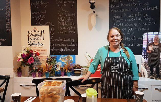 Le restaurant Hayata Sarıl à Istanbul ouvre ses portes tous les soirs aux SDF