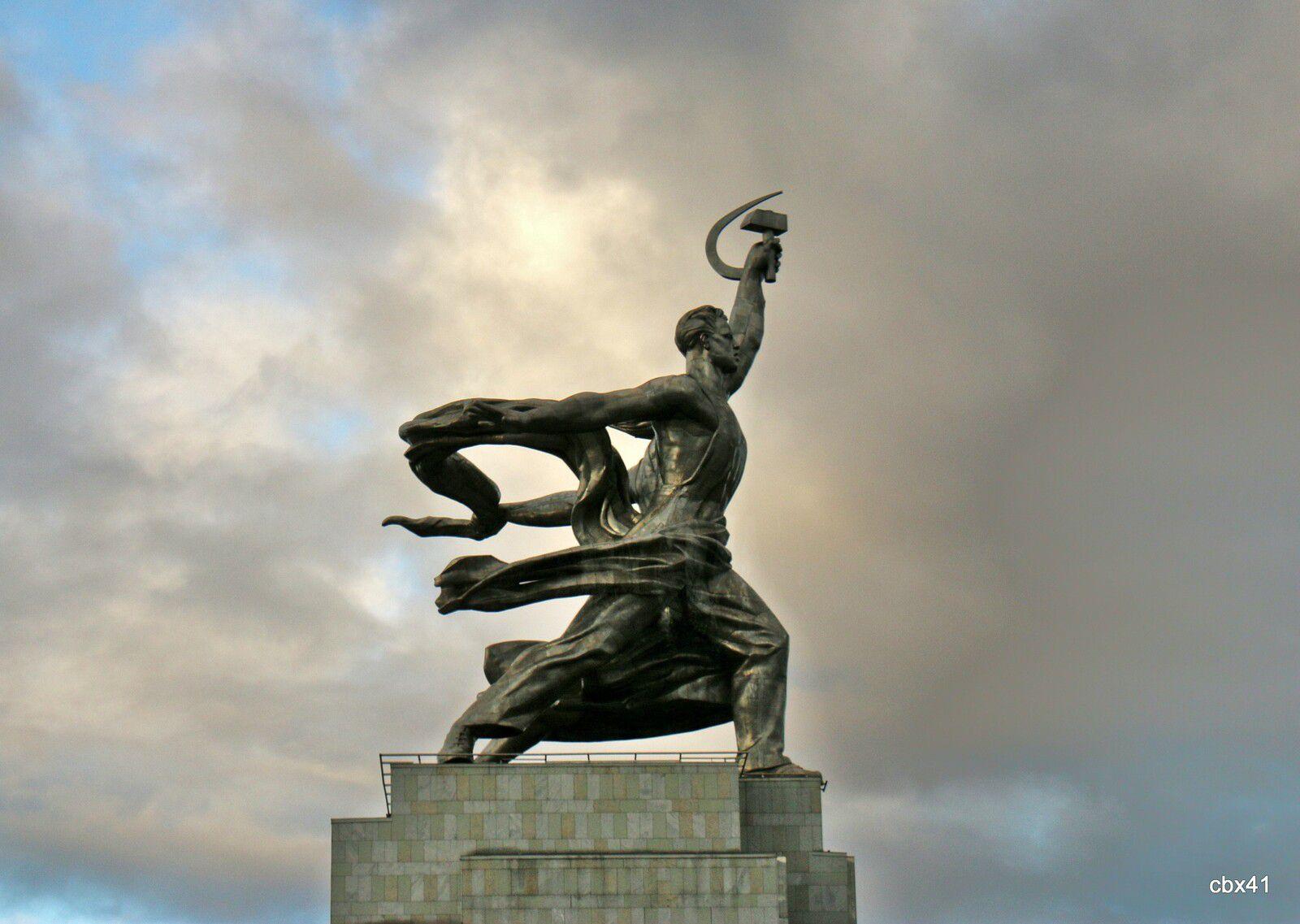 L'Ouvrier et la Kolkhozienne, monument par Vera Ignatievna Moukhina