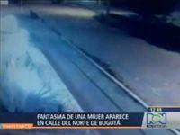 Le fantôme d'une femme filmé dans une rue de Bogota
