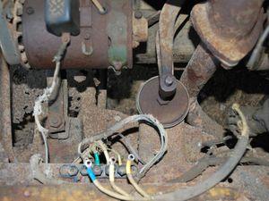 détails d'électricité,bobine, filerie, delco, emplavement coupe batterie? cabine avant destructuration