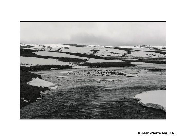 L'hiver de 2021, particulièrement enneigé, a révélé toute la force de caractère de ce plateau volcanique.