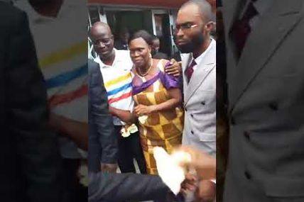 Les premières images de Simone Gbagbo libérée... (11 vidéos)