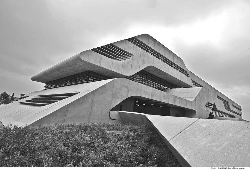 projet « Pierre Vives »situé à Montpe lier  conçu par Zaha Hadid : l'archi-designeuse donnant à ses créations un style inimitable.