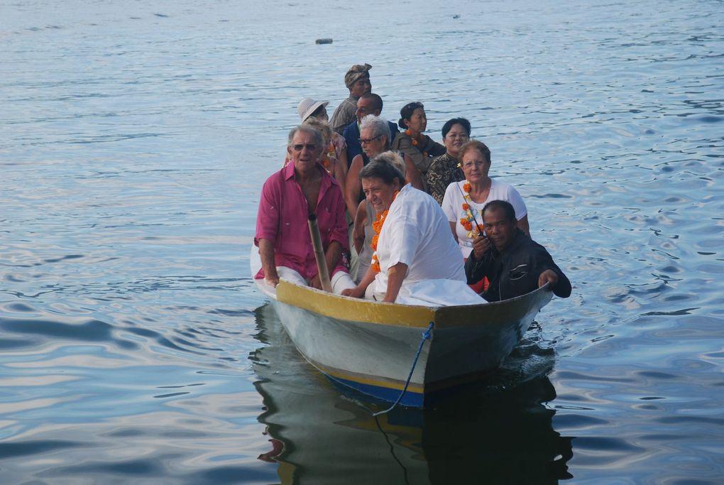 TRUNYAN est un petit village isolé, niché au pied du mont ABANG, sur la rive Est du lac Batur. Autrefois accessible que par le bateau, on peut y aller maintenant en voiture bien que la route soit très escarpée et dangereuse par endroits. Les habi
