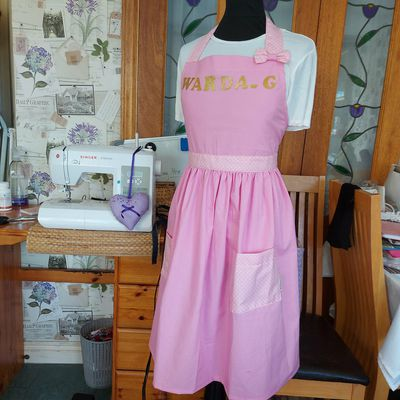 Apron for a Layer Cake Design/ Tablier pour une Specialiste Cake Design