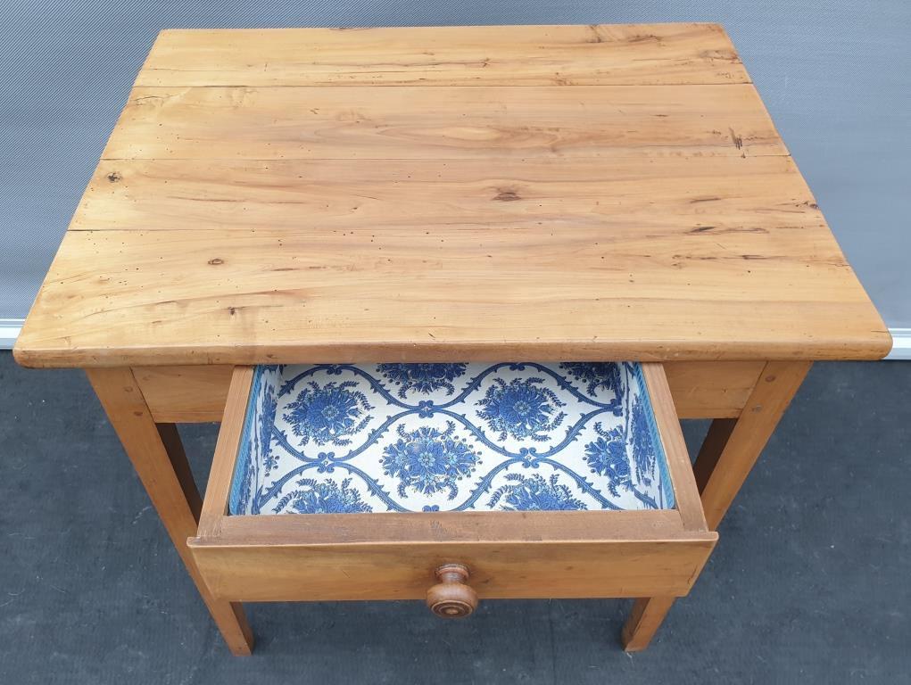 TABLE A ECRIRE XIXe AVEC TIROIR TAPISSE - 220 euros