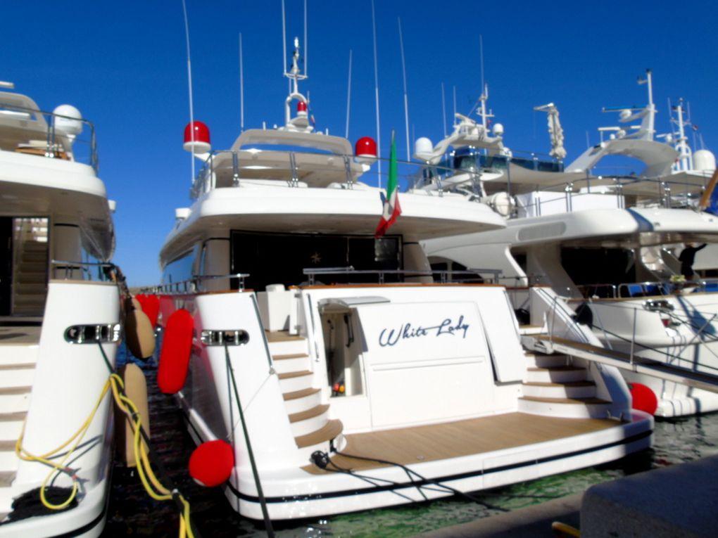 WHITE  LADY , a quai et appareillant du port de Saint Tropez le 17 juin 2017