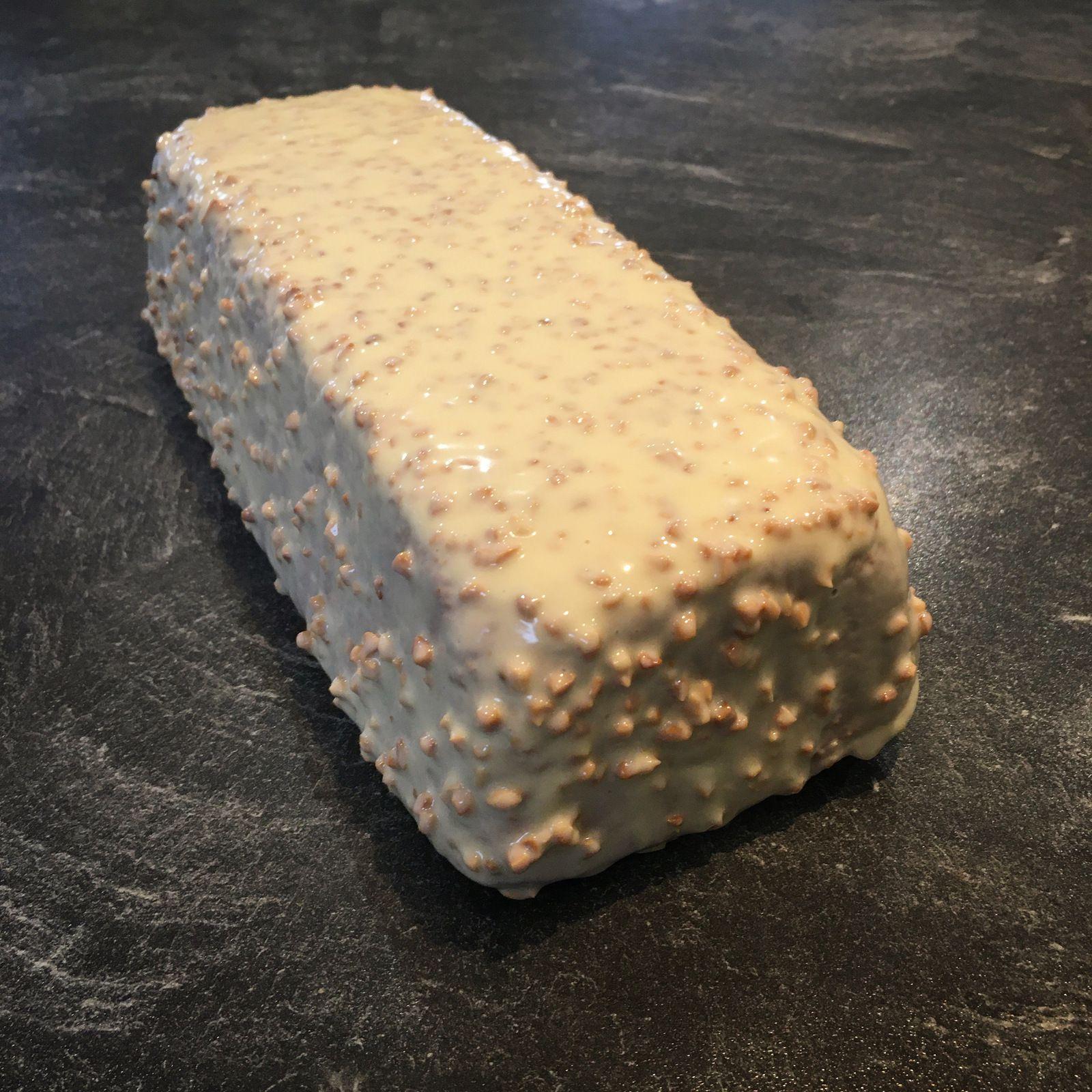Le cake vanille-amande et son glaçage rocher