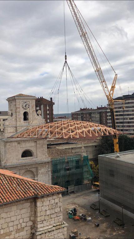 Colocación de la cúpula sobre el claustro del Monasterio de San Juan