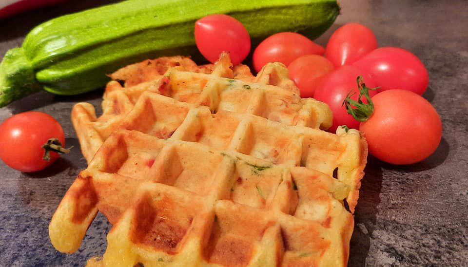 gaufres salées aux courgettes ,tomates ,jambon italien parmesan , morbier