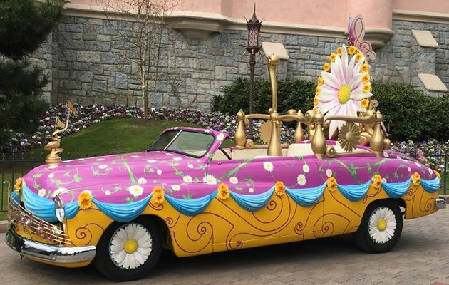 La voiture de Mickey et Minnie Disney