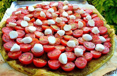 Tarte fine tomates cerises, pesto et mozzarella