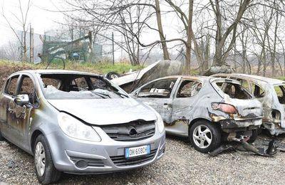 Via Orzinuovi, nomadi terrorizzati dopo il rogo: «Vogliamo più controlli»